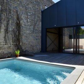 Bordeaux Chartrons, loft neuf avec garage, piscine, jardin, patio, terrasse, 3 chambres, calme, proche Tram, bus, écoles et tous commerces