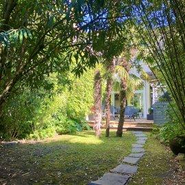 Bordeaux Chartrons - Saint-Martial, maison bourgeoise de 170 m2, 5 chambres, grand jardin, cave.