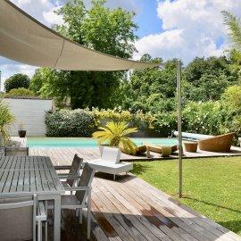 Mérignac Capeyron village, grande maison contemporaine avec piscine, dépendance, terrasses, jardin, car port, 5 chambres, bureau