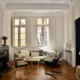 Superbe duplex rénové avec double garage, terrasse, balcon, cellier, 2 chambres, 1 bureau, rénové, vieux bordeaux, 94 m2