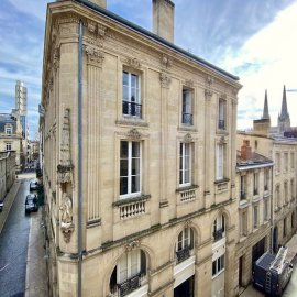 Plateau de bureau et salle d'archives, à réaménager, 2 stationnements, Bordeaux Centre