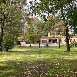 Parempuyre Nouvelle Aquitaine, Villa de 192 m2 avec piscine, jacuzzi, double garage, grand terrain 3 300 m2, 4 chambres, parfait état